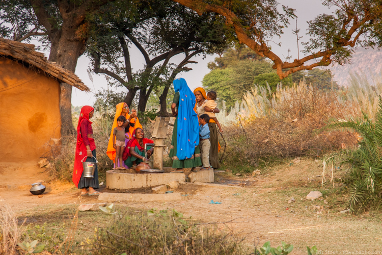 Photo trips - Women getting water in Rajasthan, India