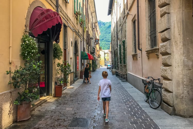 Lake Como with Kids: Walking to lunch in Como