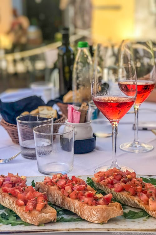 Lake Como with Kids: Bruschetta and rosé at Vintage Jazz in Como