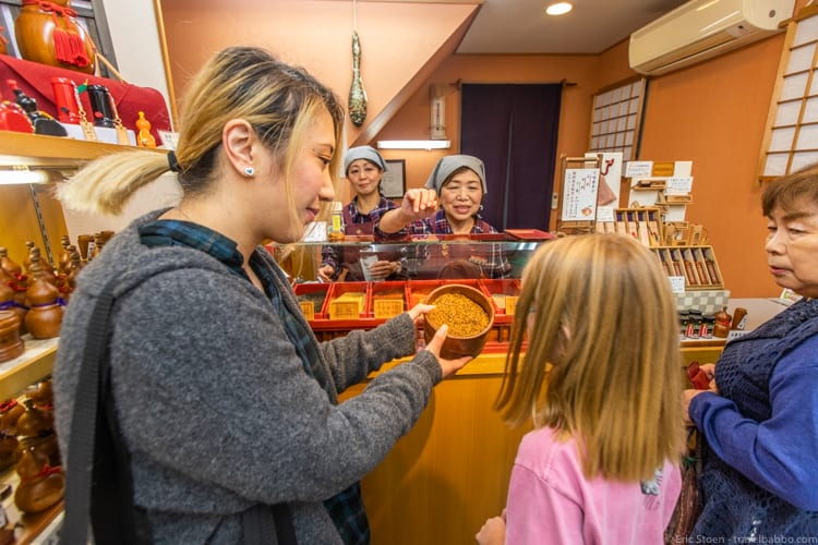 Tokyo with kids - Spice tasting with Asami