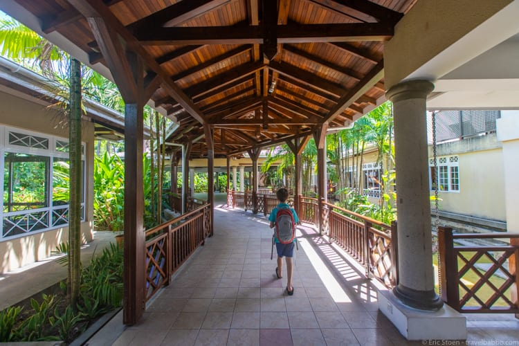 Seychelles with kids - At the Praslin Airport